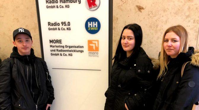 """Schülerbericht: Besuch bei """"Radio Hamburg"""""""